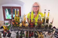 Inge-mit-den-Produkten-beim-Amthof-Gmuend-2018